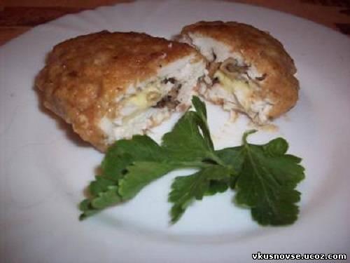 Куриные зразы с грибной начинкой под сметанно-сливочным соусом, пошаговый рецепт с фото